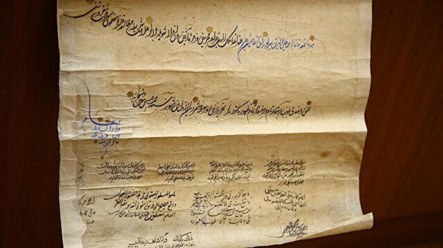 Kanuni dönemine ait belge Azerbaycan'da bulundu Azerbaycan Milli İlimler Akademisi El Yazmaları Enstitüsü arşivinde Kanuni Sultan Süleyman dönemine ait mülkname bulundu. Hibename veya mülkname olarak isimlendirilen belge, siyah, altın ve mavi mürekkepler kullanılarak 1566 yılında İstanbul'da kaleme alındı.