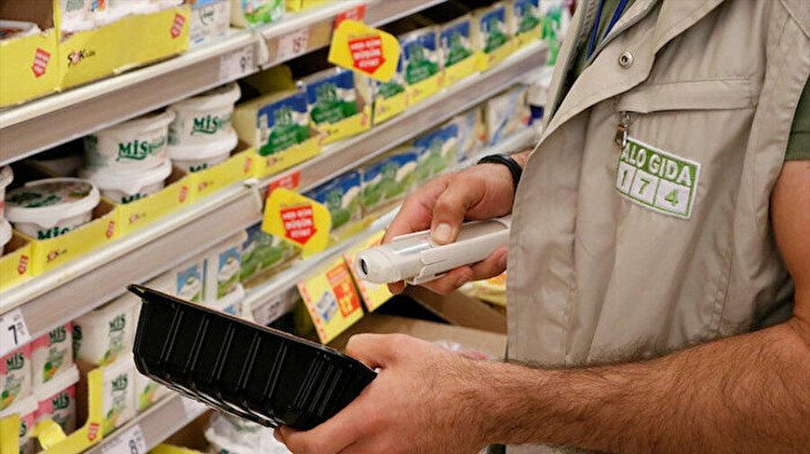 Bakanlık sahte gıdaları açıkladı: 386 üründe taklit ve tağşiş var Tarım ve Orman Bakanlığı, taklit, tağşiş veya ilaç etken maddesi tespit edilen toplam 229 firmaya ait 386 parti ürünü kamuoyuyla paylaştı.
