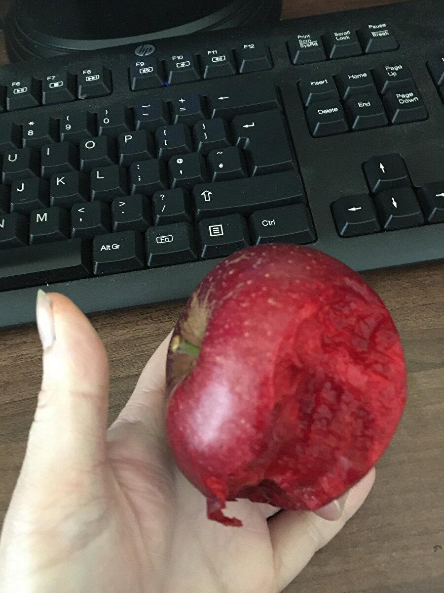 İçi dışı bir elma