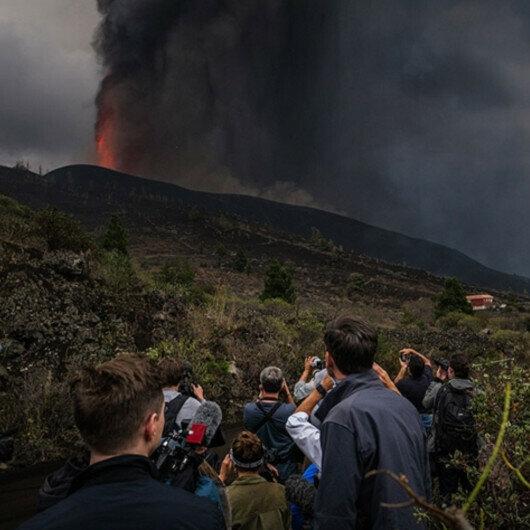 La Palma volcano unleashes 'lava tsunami'