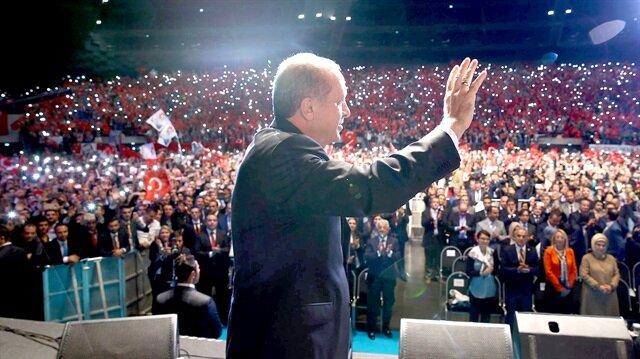 Erdoğan Fransada sahneye bu türküyle çıktı