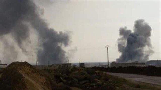 Azez kırsalındaki PYD mevzileri vurulurken gökyüzüne siyah dumanlar yükseldi.