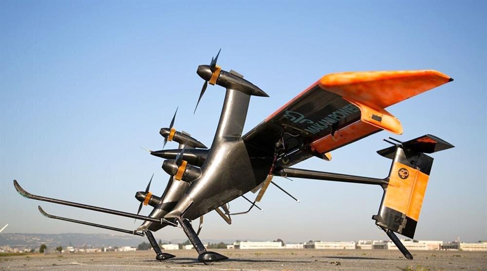 Yenilenebilir enerji furyasına Google da fazla dayanamadı. Makani Power ile ortak yürütülen projede 8 pervaneli bir drone üretildi. Bu hava aracı iple bağlanıyor ve havada daire çiziyor. Böylelikle 600 kW enerji üretiyor.