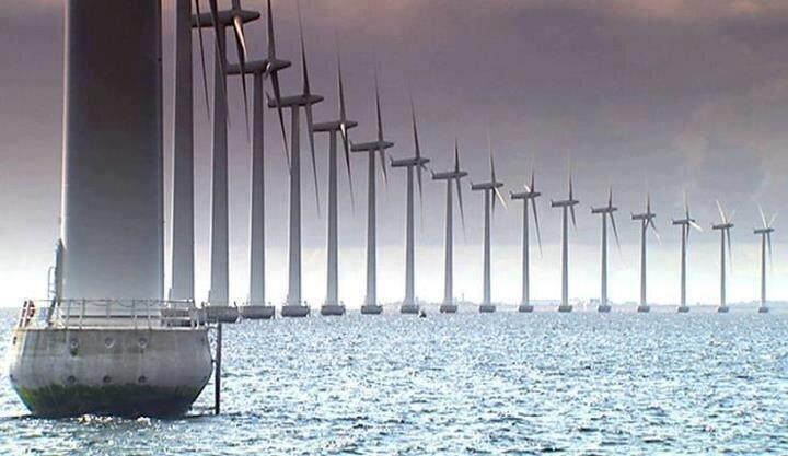 Yenilenebilir enerji demişken Norveç'i es geçmek olmaz tabii ki. Denizinin üzerine inşa edilen bu rüzgar gülleri kilometrelerce uzayıp gidiyor ve ülkenin enerji üretimine ciddi oranda katkı sağlıyor.