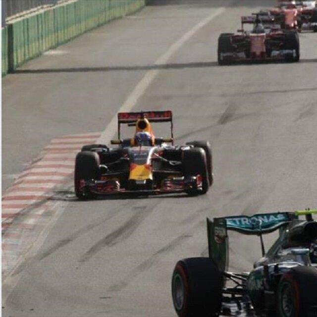 """انطلاق بطولة العالم لسباقات سيارات """"فورمولا1"""" بأذربيجان"""