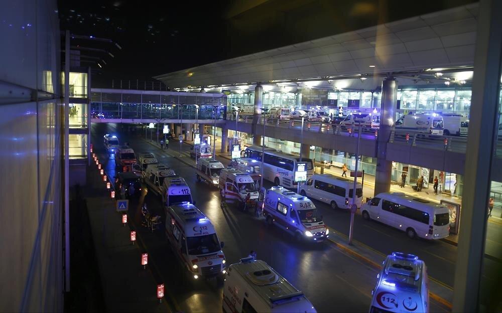 Saldırı sonrası olay yerine çok fazla ambulans sevk edildi.