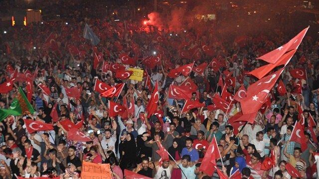 Bütün Türkiye meydanlarda