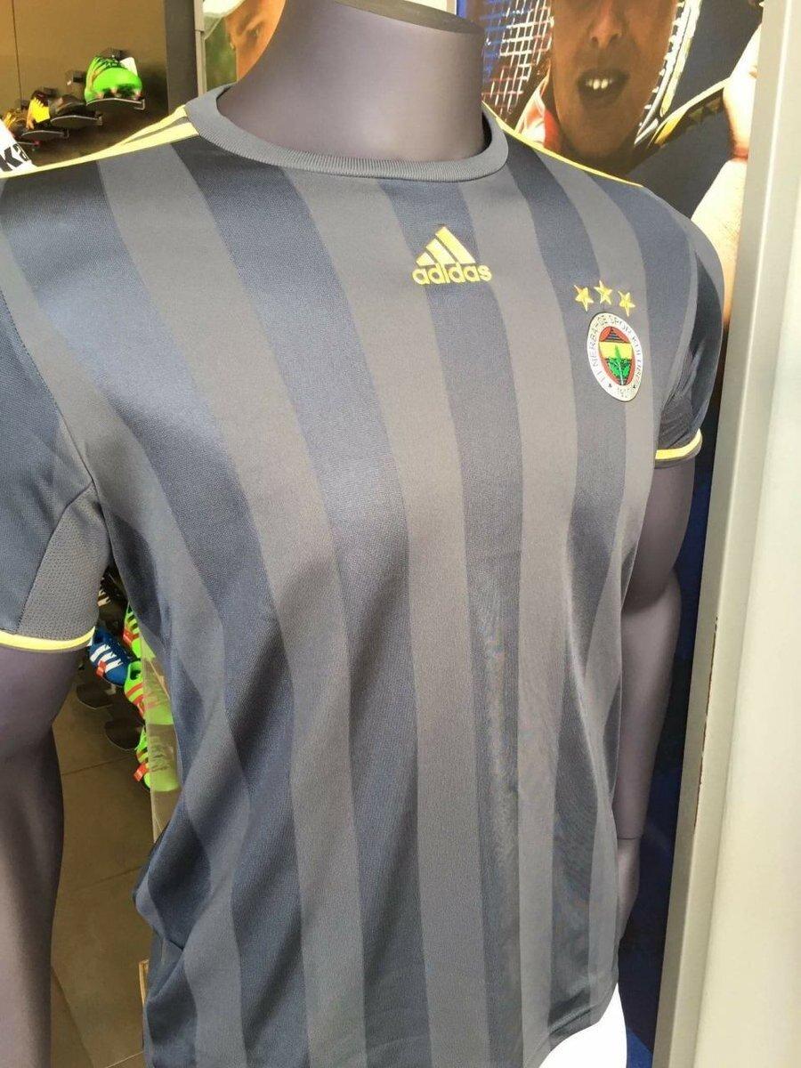 Fenerbahçe'nin dış saha forması.