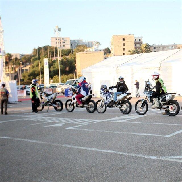 انطلاق رالي الجزائر الدولي للسيارات بالصحراء