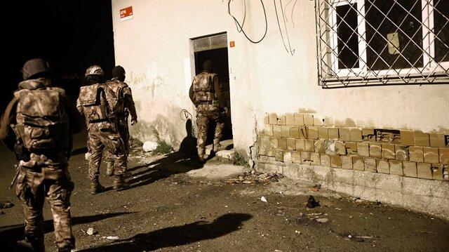 Atatürk Havalimanı'nda yakalanan iki şüphelinin evlerinde arama