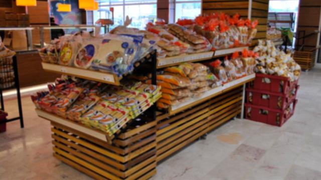 Dev markette rezalet: Ekmeğin içinden fare kafası çıktı