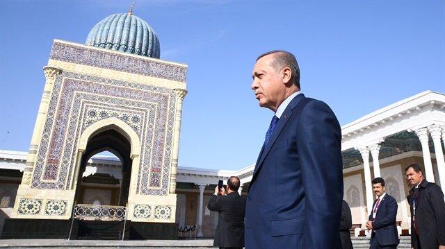 Cumhurbaşkanı Erdoğan İmam Buhari'nin kabrini ziyaret etti