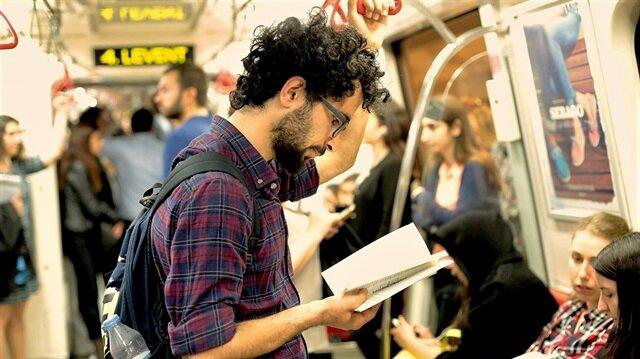 Artık toplu taşımada kitap okuyanların da bir projesi var: İstanbul Okurken