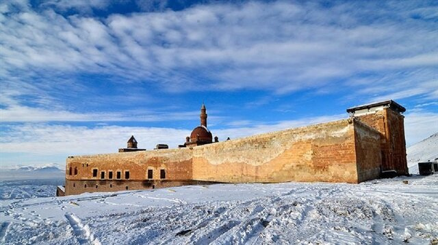 İshak Paşa Sarayı kışın bir başka güzel