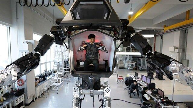 İnsan tarafından yönetilebilen dünyanın ilk dev robotu