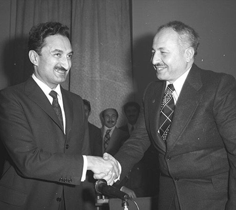 CHP Genel Başkanı Bülent Ecevit ve Necmettin Erbakan'ın liderliğindeki Milli Selamet Partisi hükumeti kurdu. (BYEGM arşivi)
