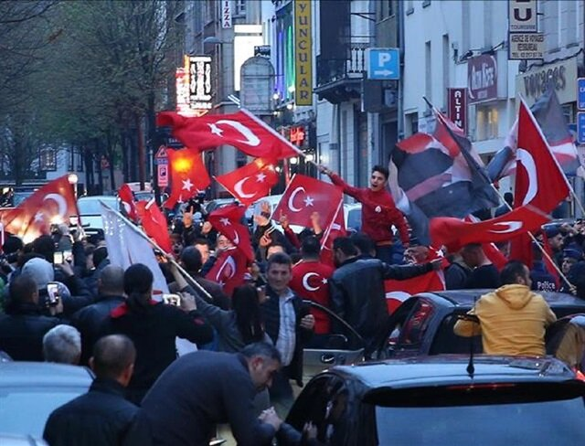 Turks celebrate referendum victory around the world