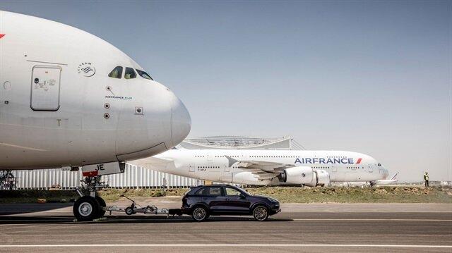Porsche Cayenne, 285 tonluk uçağı çekerek yeni bir dünya rekoru kırdı