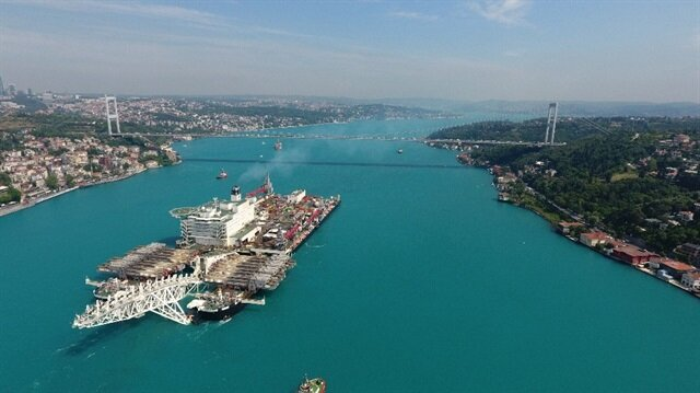 Dev gemi İstanbul Boğaz'ından geçti