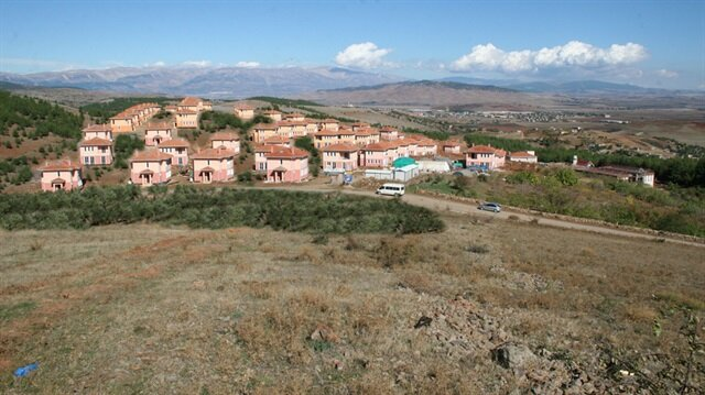 TOKİ 'Tarımköy' ile köylünün yanında