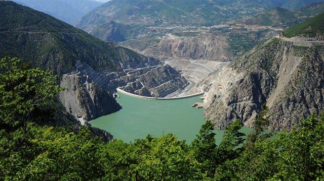 Deriner Barajı, Türkiye'de üretilen hidroelektriğin yüzde 3'ünü karşılıyor.