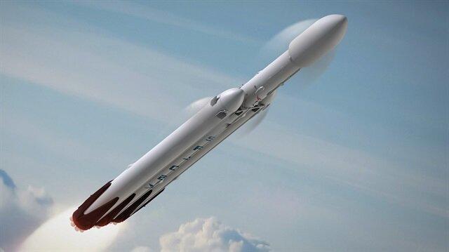Elon Musk, SpaceX'in en güçlü roketi Falcon Heavy'in videosunu paylaştı