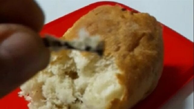 Marketten aldığı ekmek dişini kırdı