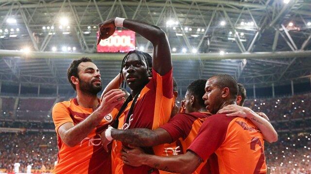 Galatasaray 3'te 3 yaptı taraftar sosyal medyada coştu