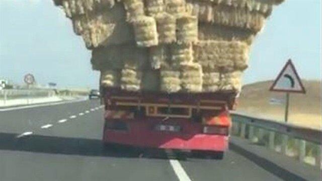 Sorumsuzluğun böylesi: Aşırı yüklü kamyonu görenler gözlerine inanamadı