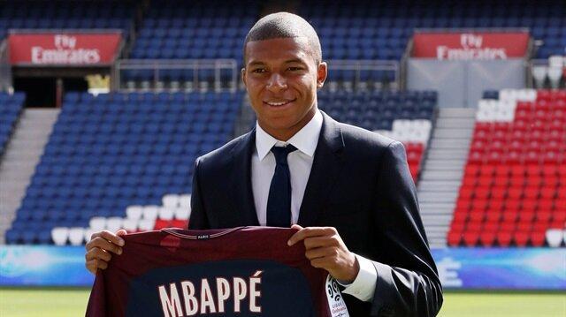 Kylian Mbappe imzayı attı, formayı giydi