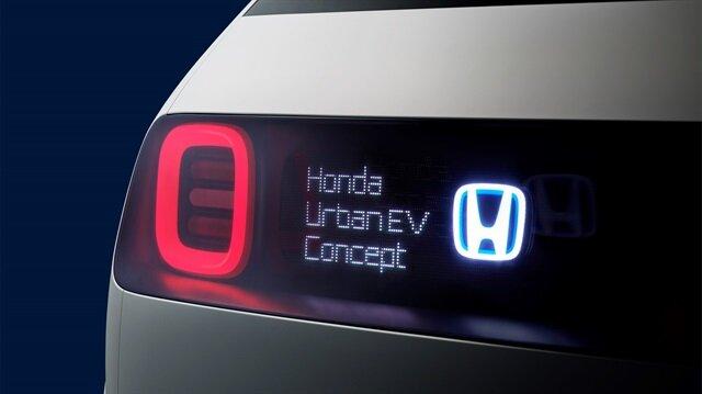 Honda'nın retro tasarımlı elektrikli aracı Urban EV görücüye çıktı