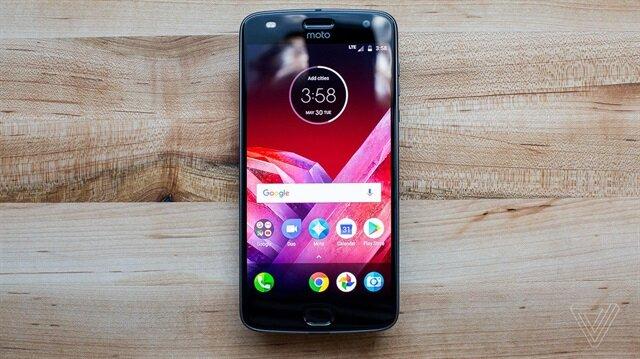 Modüler telefon Motorola Z2 Play yeni modlarıyla birlikte Türkiye'de