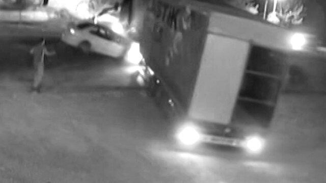 Geri manevra yapamayan TIRa araba çarptı: 2 yaralı