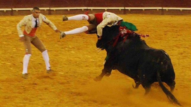 Öfkeli boğa Portekizli matador Fernando Quintela'yı öldürdü!