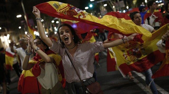 İspanya'da sular durulmuyor: Bu kez de referandum karşıtları sokaklara çıktı