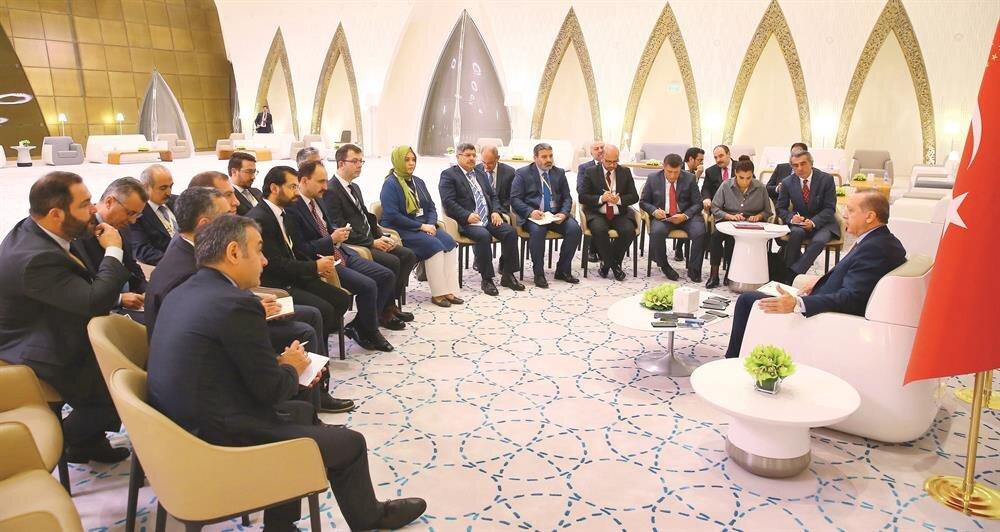 Erdoğan, Katar'dan ayrılmadan önce beraberindeki gazetecilerin sorularını cevapladı.