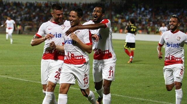 Nasri'den Antalyaspor'a kötü haber
