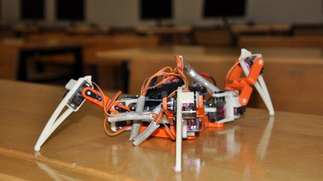 Lise öğrencileri robot üretmek isterken üç boyutlu yazıcı yaptı!