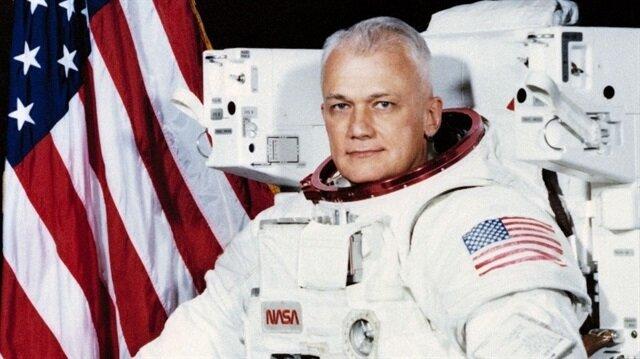Uzayda ilk serbest uçuş gerçekleştiren astronot hayatını kaybetti