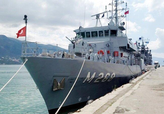Adriyatik Denizi kıyısındaki Paşalimanı demir atan Türk savaş gemisi.