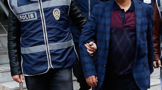 HDP İlçe Başkanlığı önündeki Afrin harekatı aleyhine pankarta 2 gözaltı