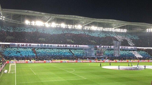 Trabzonsporlu taraftarlardan olay koreografi