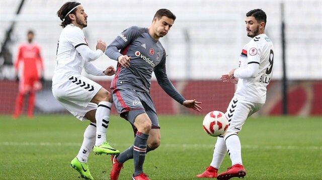 Beşiktaş, Mitrovic'i resmen kiraladı