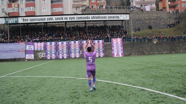 Galatasaray'ın eski yıldızı Amatör Lig'de ilk maçına çıktı: Tribünler tamamen doldu