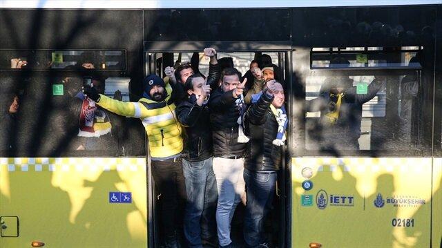 Fenerbahçeli taraftarlardan Beşiktaşlıları kızdıran hareket!