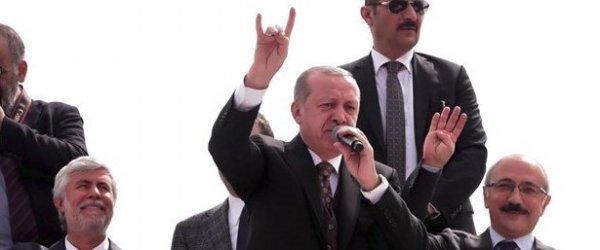 Cumhurbaşkanı Erdoğan Mersin'de 'bozkurt' işareti yaptı.