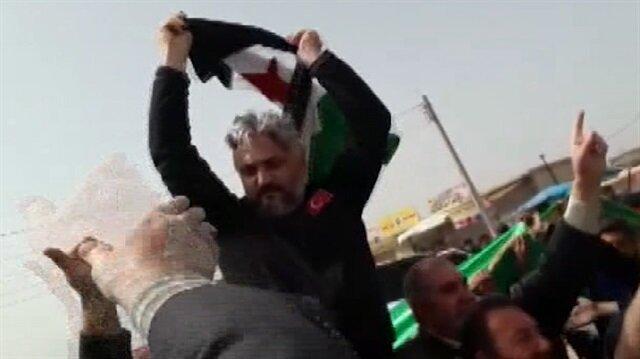 Tel Rıfatta halk Türk polisini omzunda taşıdı