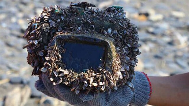 İki yıl önce denizde kaybolan fotoğraf makinesi sahibine geri döndü