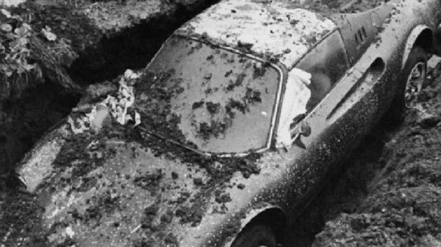40 yıl sonra gömülü olduğu yerden çıkan Ferrari görenleri şaşkına çeviriyor