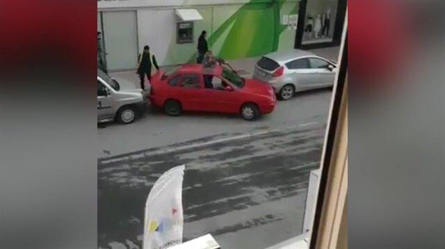 Araç park etmeye yeni bir boyut kazandıran adam